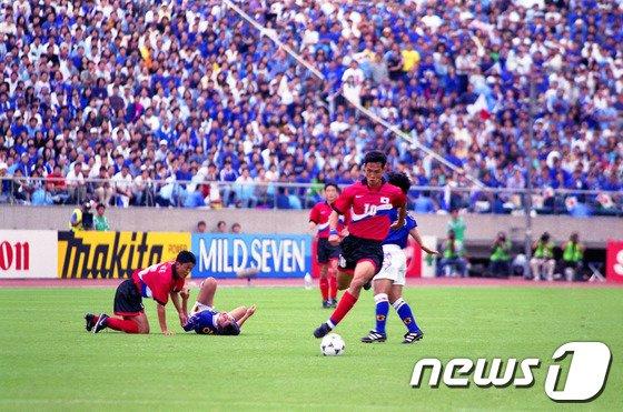 [사진]1997년 한·일전 '달려라 최용수'