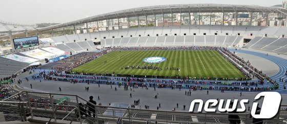 지난 5월 7일 준공된 인천시 서구 연희동의 인천아시아드주경기장. 2014.5.7/뉴스1 © News1 허경 기자