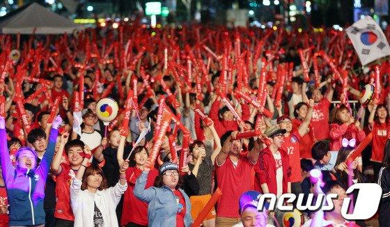 [사진][월드컵] 붉은악마 '광화문은 우리가 점령'