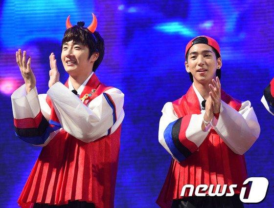 [사진]정일우-바로, '꽃미남들의 붉은 악마 변신'