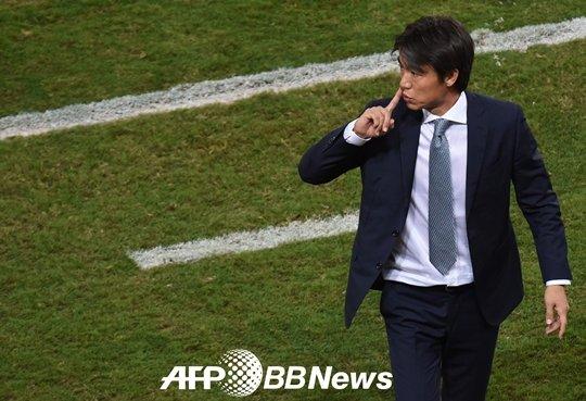 """'115억' 카펠로와 벤치 싸움 '8억' 홍명보, """"그 입 다물라!"""""""