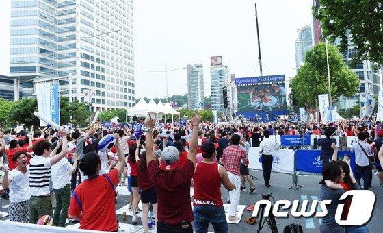 [사진]대한민국 첫 골 터지는 순간!!