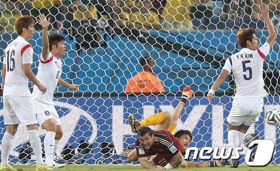 [사진][월드컵] 동점골 내주는 한국