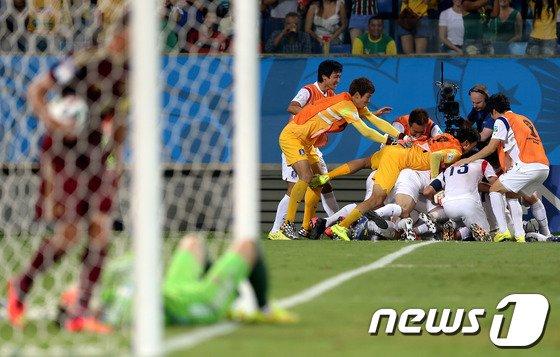 [사진][월드컵] 누워 버린 러시아, 기뻐하는 한국