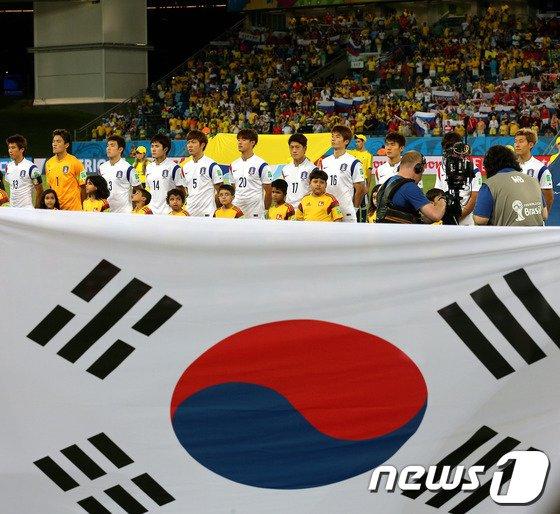 [사진][월드컵] 태극기 앞에 선 축구 대표팀
