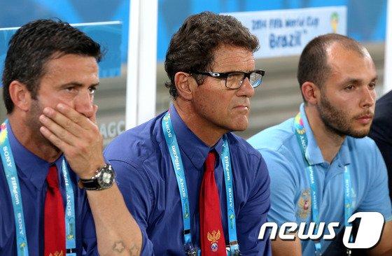 [사진][월드컵] 그라운드 바라보는 카펠로 감독