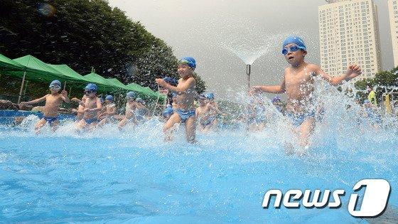 [사진]양재천 수영장 개장