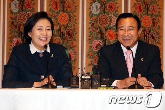 [사진]이완구-박영선 '웃으면서'