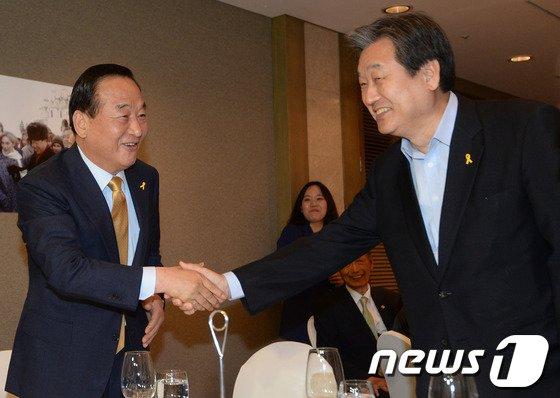 새누리당 7·14전당대회에 출마한 서청원(왼쪽), 김무성(오른쪽) 의원. (뉴스1 DB) © News1   민경석 기자