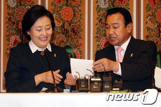 [사진]여야 '국회 하반기 원구성 합의, 국정감사 분리 실시'