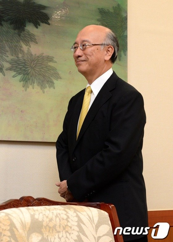 [사진]벳쇼 고로 日 대사, '웃고는 있지만'