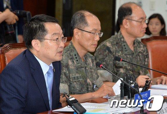 [사진]백승주 국방차관, GOP총기난사 사건 보고