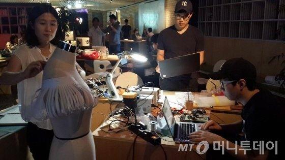'웨어러블 해카톤' 창작워크숍, 김영희 팀 /사진제공=아트센터 나비