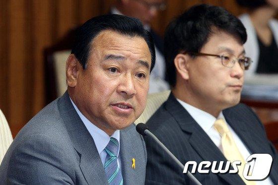 이완구 새누리당 비상대책위원장 겸 원내대표.2014.6.27/뉴스1 © News1   이광호 기자