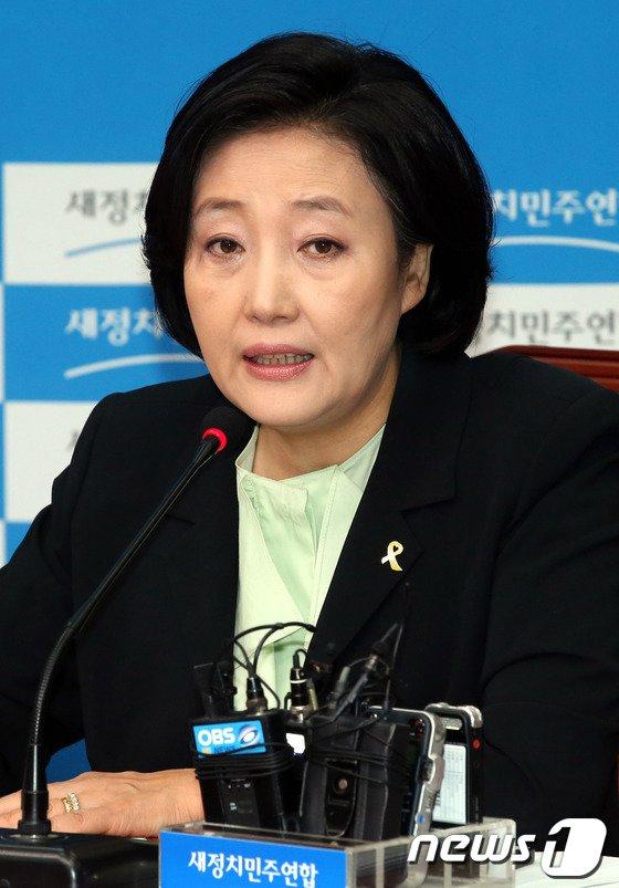 """[사진]박영선 """"관피아 방지 법안 6월 임시국회서 처리 제안"""""""