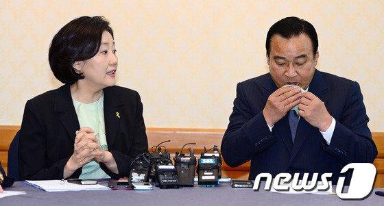 [사진]이완구-박영선 '인사청문회 개선 논의 필요'