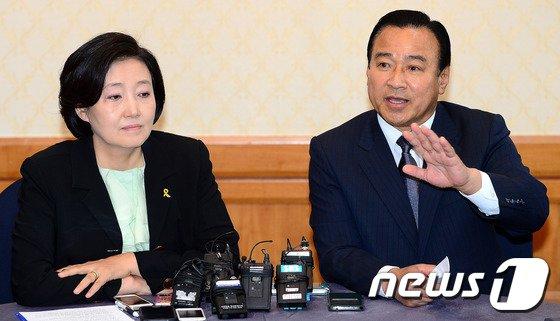 [사진]주례회동 대화하는 이완구-박영선