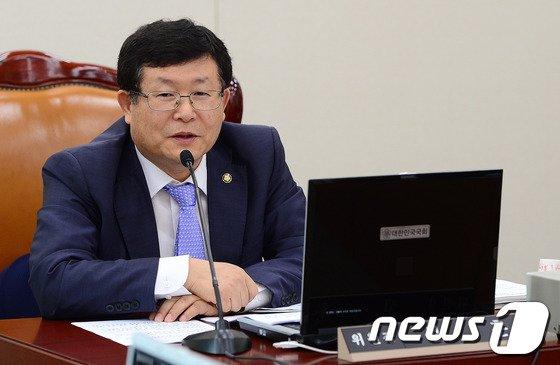 [사진]교문위 첫 전체회의 주재하는 설훈 위원장