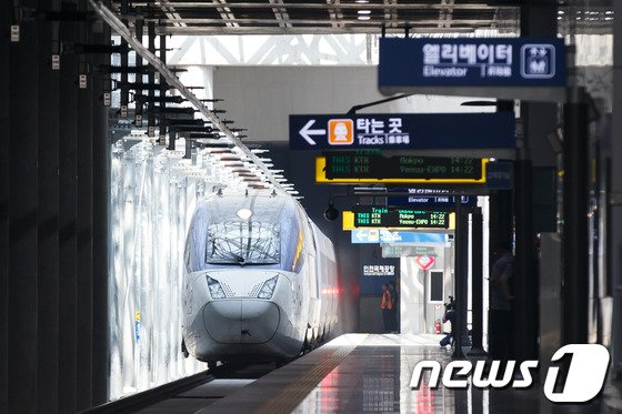 [사진]인천공항역 들어오는 KTX열차
