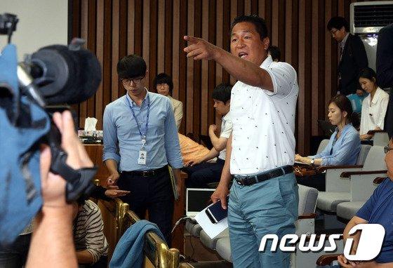[사진]세월호 가족대책위 '항의'