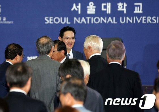 [사진]이재용 부회장, 시진핑 서울대 특강 참석