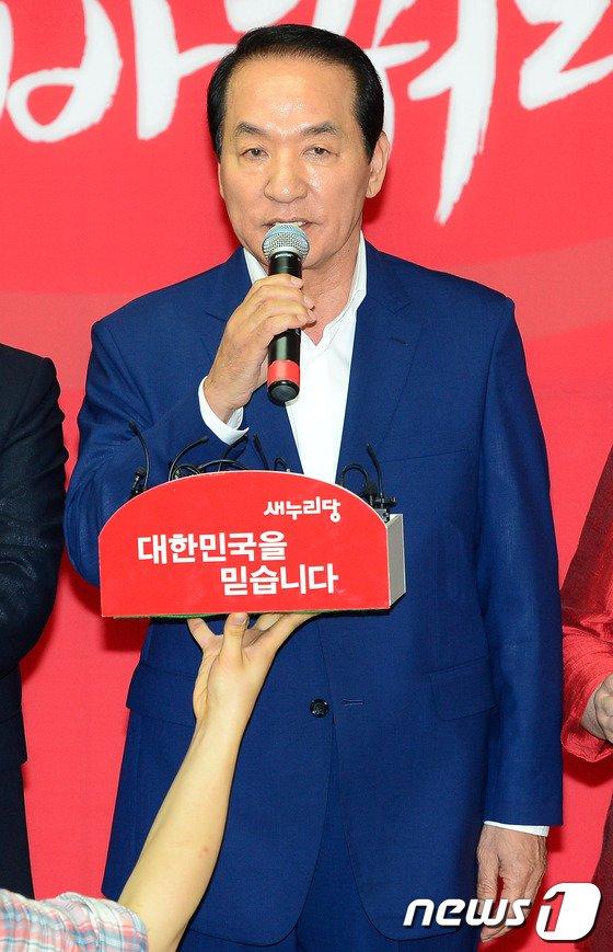 [사진]인사말하는 박창달 전대 후보
