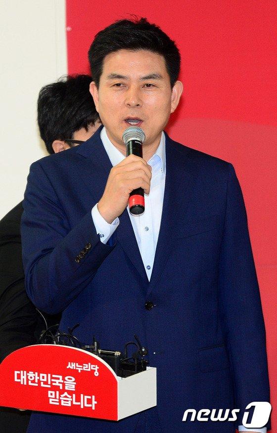[사진]인사말하는 김태호 의원