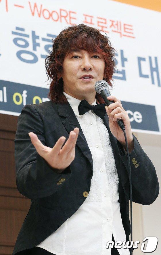 [사진]김장훈 '세월호 피해자 돕기 위해 나왔어요'
