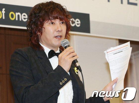 [사진]김장훈 '세월호 피해자에 도움 주고 싶어요'
