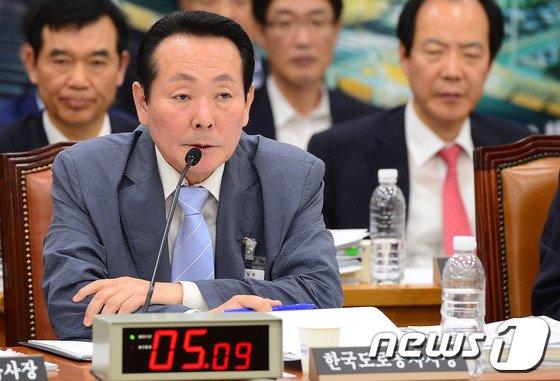 [사진]국토위 전체회의 출석한 김학송 한국도로공사 사장