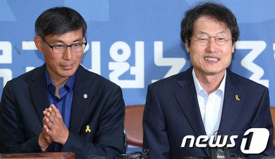 조희연 서울시교육감(오른쪽)과 김정훈 전교조 위원장. /  © News1   오대일 기자