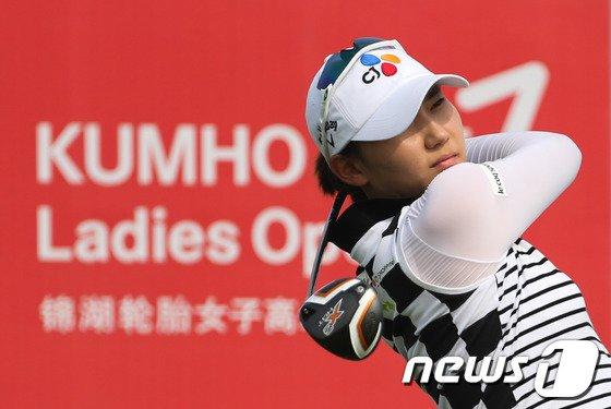[사진]김민선 '잘 날아가고 있나'