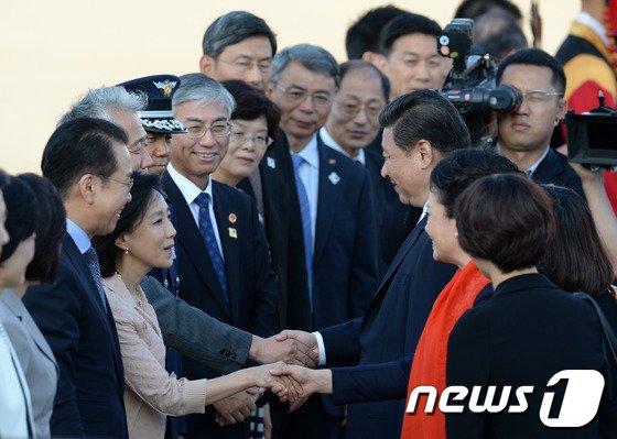 [사진]마지막 인사 나누는 시진핑-펑리위안