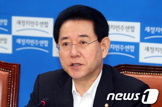 [사진]KBS사장 후보 선정 관련 발언하는 김영록