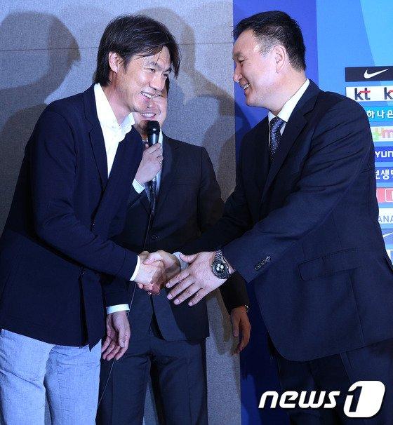"""[사진]허정무 """"홍감독 수고했어요"""""""