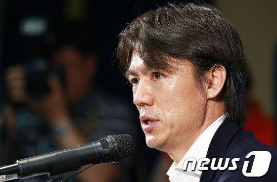 """[사진]홍명보 """"국민들 기대에 부응치 못해 죄송"""""""