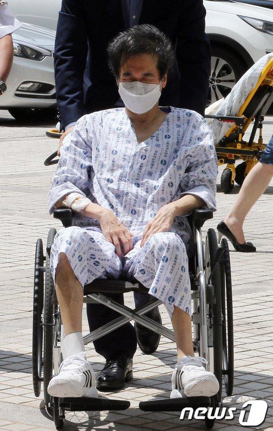 [사진]이재현 회장, 휠체어 타고 공판 출석 '건강에 큰 문제...'