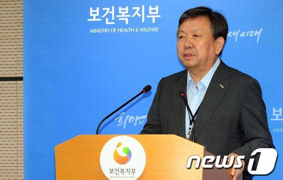 [사진]브리핑하는 오병희 서울대병원장