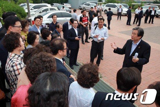 [사진]전당대회 D-2, 대구 찾은 김무성 의원