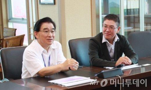 왼쪽부터 우리로광통신 이재인 회장, 박세철 대표 /사진제공=우리로광통신