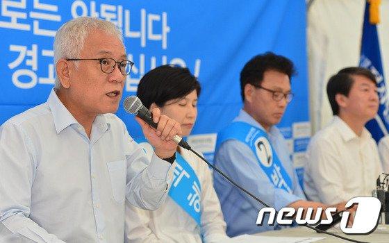 '발언하는 김한길 공동대표'