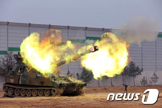 [사진] 불 뿜는 K-55 자주포