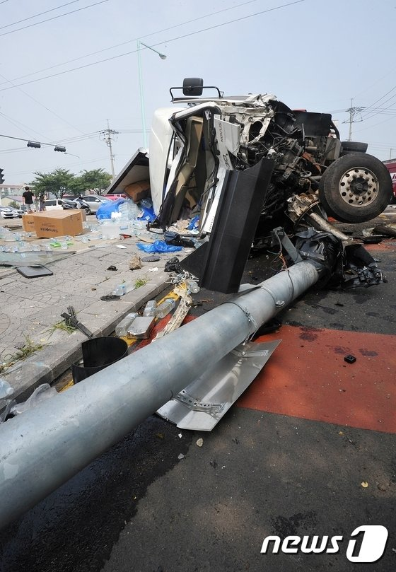 [사진]제주서 대형교통사고…처참한 현장