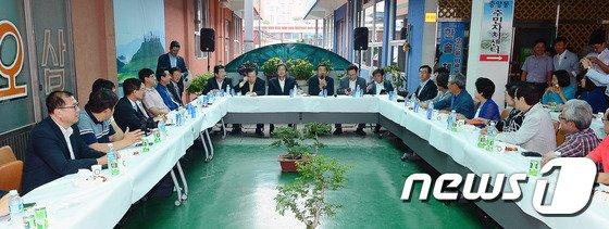 [사진]순천 시민들과 간담회 갖는 김무성-이정현