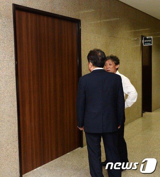 [사진]박영선 원내대표실 '문 없애고 방음벽으로'