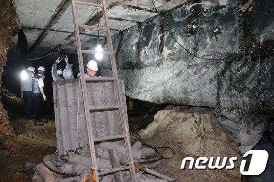 [사진]송파구 석촌지하도 싱크홀 현장 공개