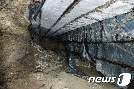 [사진]싱크홀 아래 커다란 동굴까지