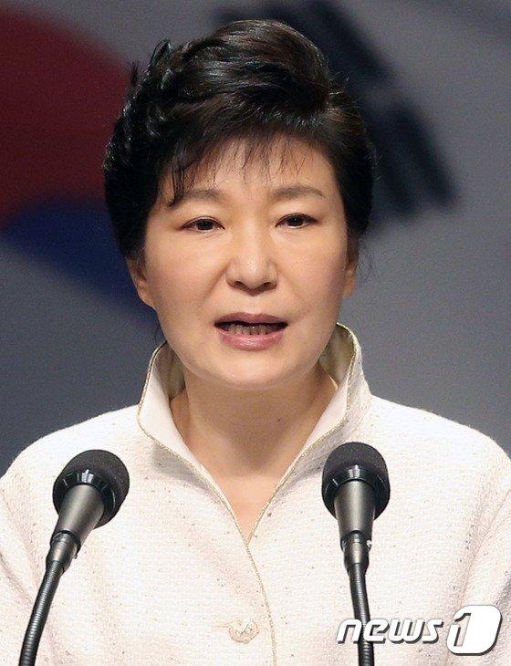 """[사진]박근혜 대통령, """"남북 생태환경·문화 등 협력 제안"""""""