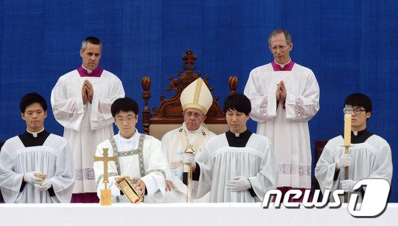 [사진]프란치스코 교황, 대전서 성모승천대축일 미사 집전