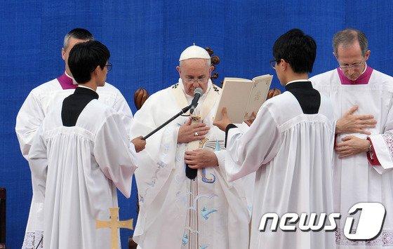 [사진]교황 대전서 방한 후 첫 대중미사